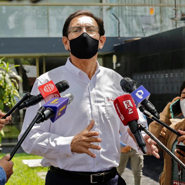 Početkom travnja Vizcarri je na deset godina zabranjeno obnašanje javnih dužnosti jer se prošle godine cijepio protiv koronavirusa prije reda