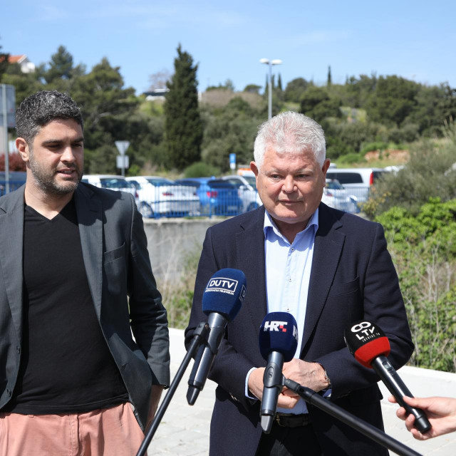 Andro Vlahušić i Mario Tevšić (platformaDubrovnik - naš grad) govorili su na temu stanovanja u Dubrovniku