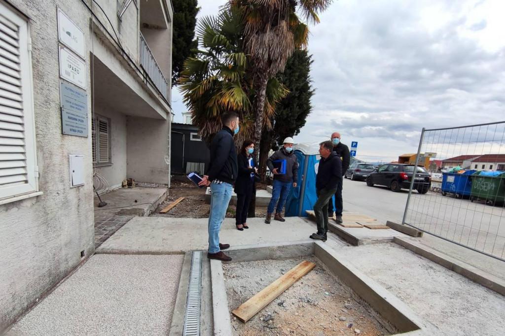 Radove rekonstrukcije i opremanja Centra obišli su predstavnici Regionalne agencije DUNEA