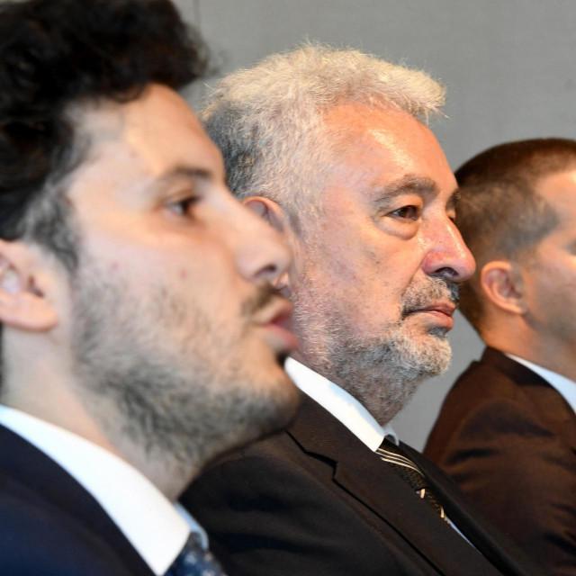 Dritan Abazović, skroz lijevo na fotografiji, ovih dana živi pod posebnim sigurnosnim mjerama