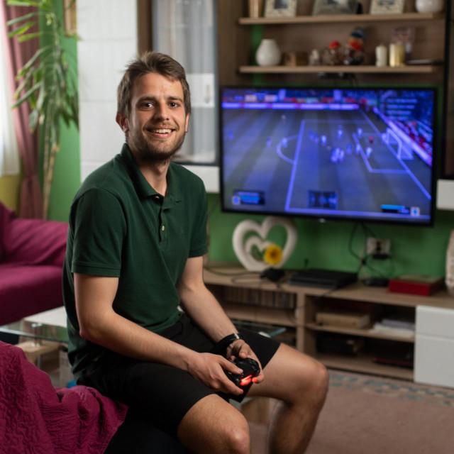 Mišel Sanjicki je student koji je osvojio medalju u gamingu nastupajući za Sveučilište u Zadru