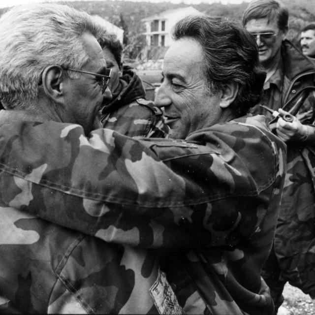 Zagrljaj osnivača 4. gardijske brigade Mladena Bujasa i Ive Jelića - foto:Matko Biljak/Cropix