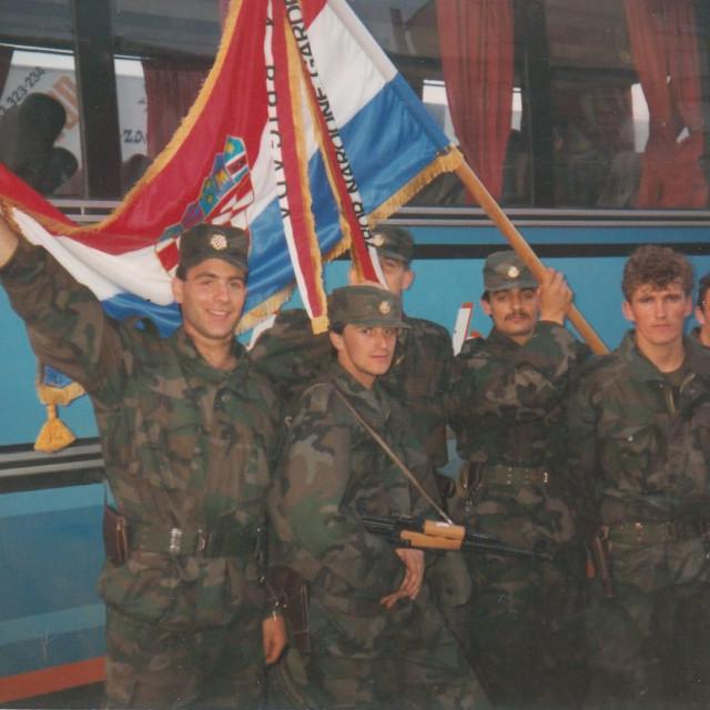 Pripadnici 4. brigade snimljeni nakon postrojavanja u Kranjčevićevoj nakon što su primili zastavu i plamenac