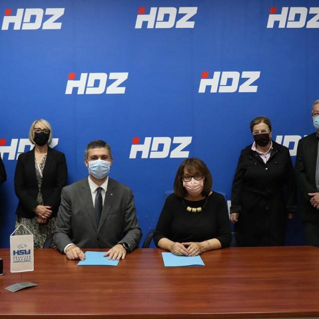 Predsjednik Gradskog odbora HDZ-a Grada Dubrovnika Mato Franković i predsjednica podružnice Hrvatske stranke umirovljenika Olga Muratti potpisali su sporazum o prijeizbornoj i poslijeizbornoj suradnji