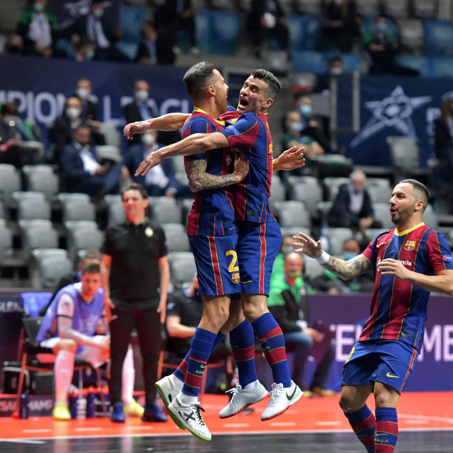 Zadar, 280421<br /> Dvorana Kresimira Cosica. Utakmica cetvrtfinala UEFA Futsal Lige prvaka izmedju Barce i Doboveca.<br /> Na fotografiji: slavlje Barce nakon postignutog zgoditka.<br />