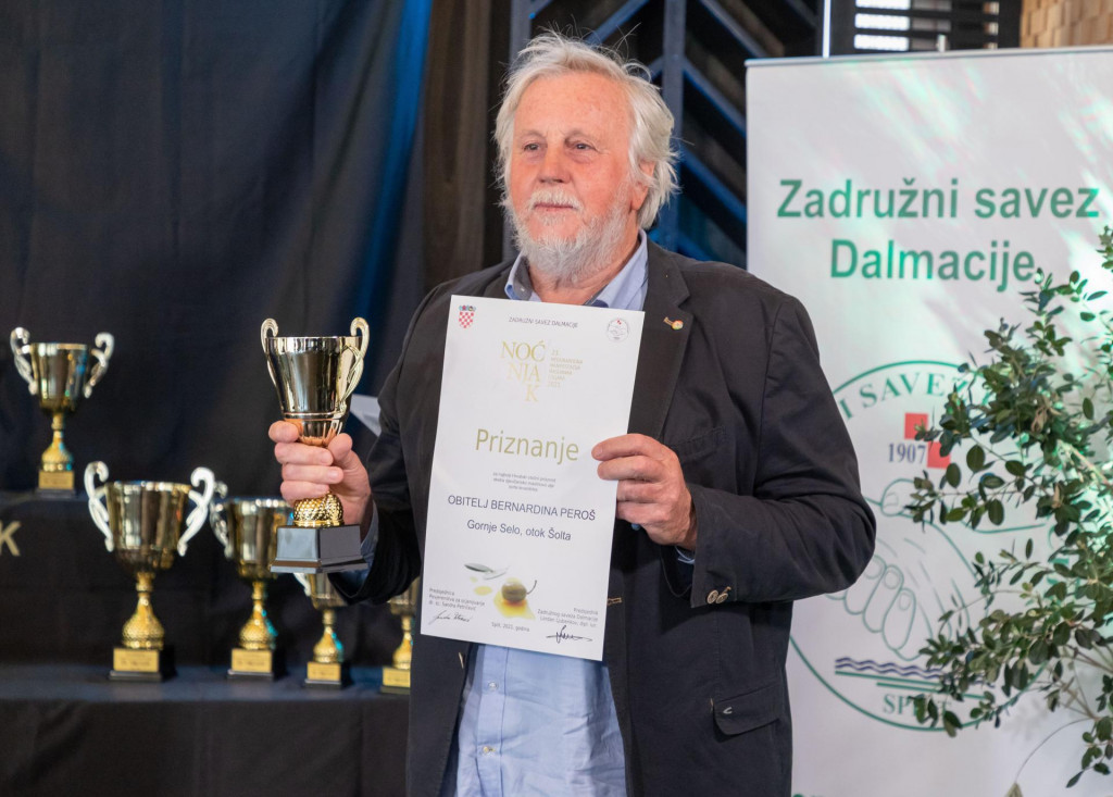 Bernardin Peroš nagrađen je zanajbolji Hrvatski otočni proizvod, ekstra djevičansko maslinovo ulje sorte levantinka