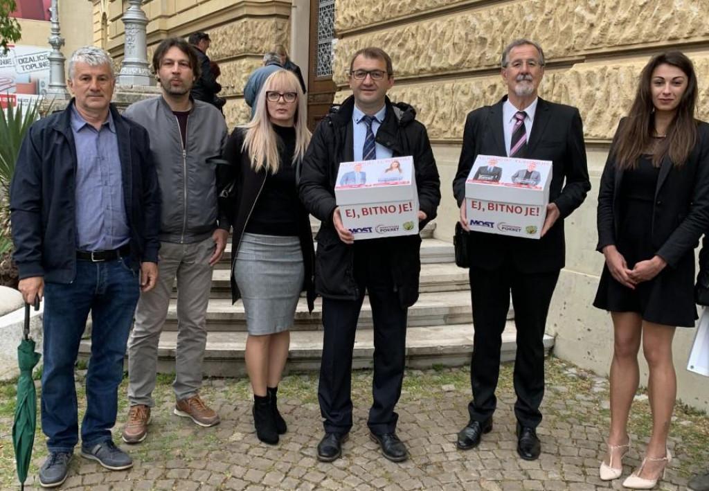 Delegacija Mosta, Domovinskog pokreta i Nezavisne liste Loza ispred izbornog povjerenstva