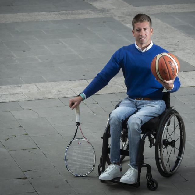 Inicirao je prvi turnir tenisača u kolicima u svom gradu, održan na Firulama početkom travnja ove godine, gdje je i pobijedio