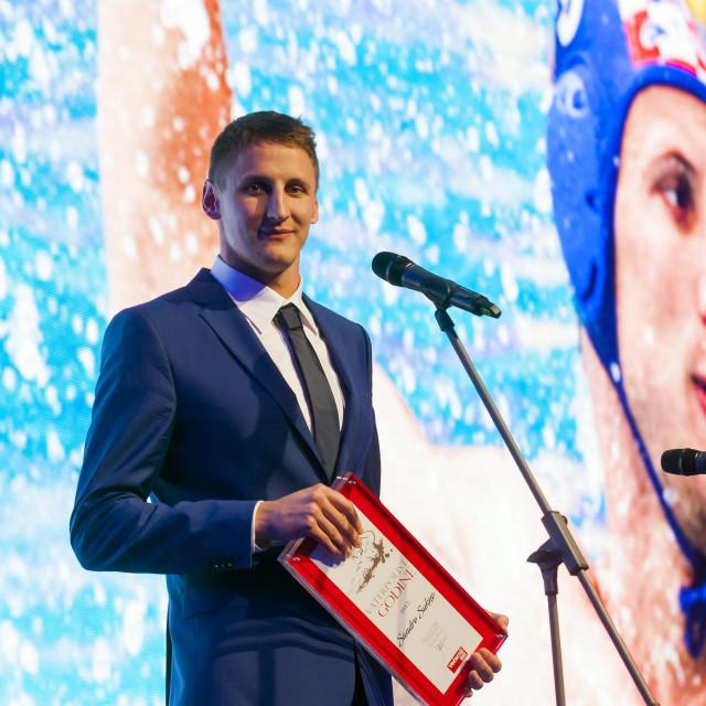 Sandro Sukno prima nagradu za najboljeg hrvatskog igrača 2017.<br /> godine. Nakon toga, nažalost, morao je zbog zdravstvenih problema prekinuti igračku karijeru
