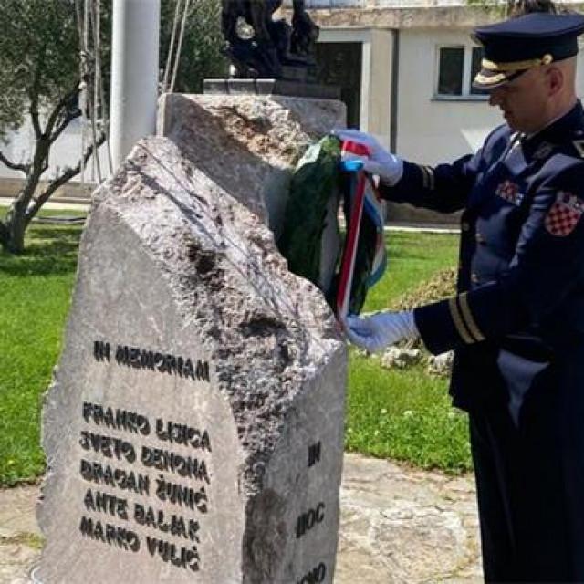 Načelnik policijske uprave Anton Dražina je odao počast poginulom kolegi Franku Lisici