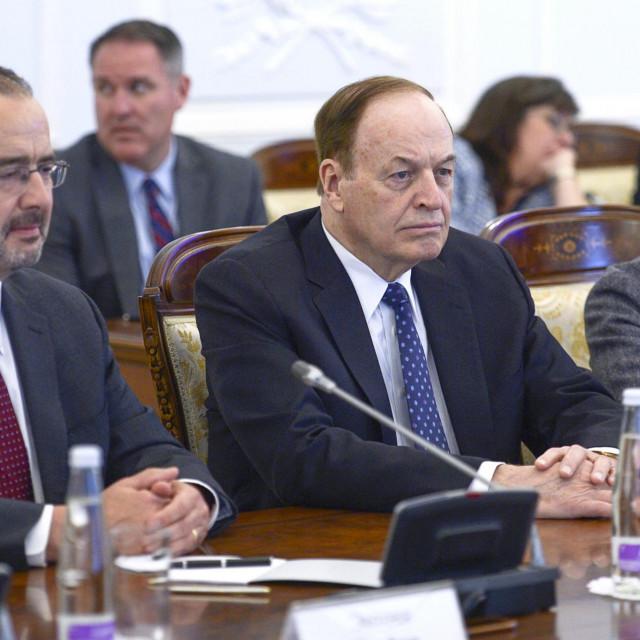 Anthony Godfrey (lijevo na slici)