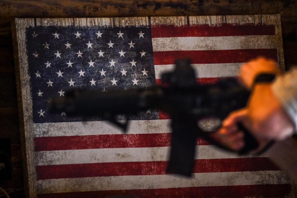 U SAD-u jedan stanovnik prosječno posjeduje 1,2 komada vatrenog oružja, što je daleko najviše na svijetu
