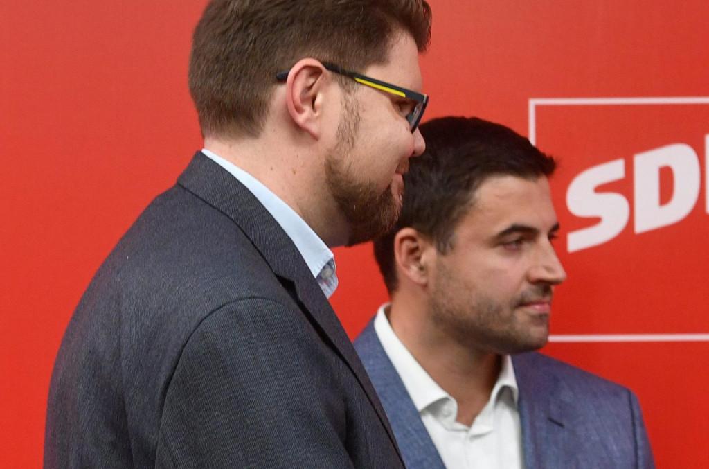 Sesvete, 031020.<br /> Iblerov trg.<br /> SDP.<br /> Konferencija za novinare sredisnje izborne komisije SDPa.<br /> Na fotografiji: Pedja Grbin, Davor Bernardic i Zeljko Kolar.<br />