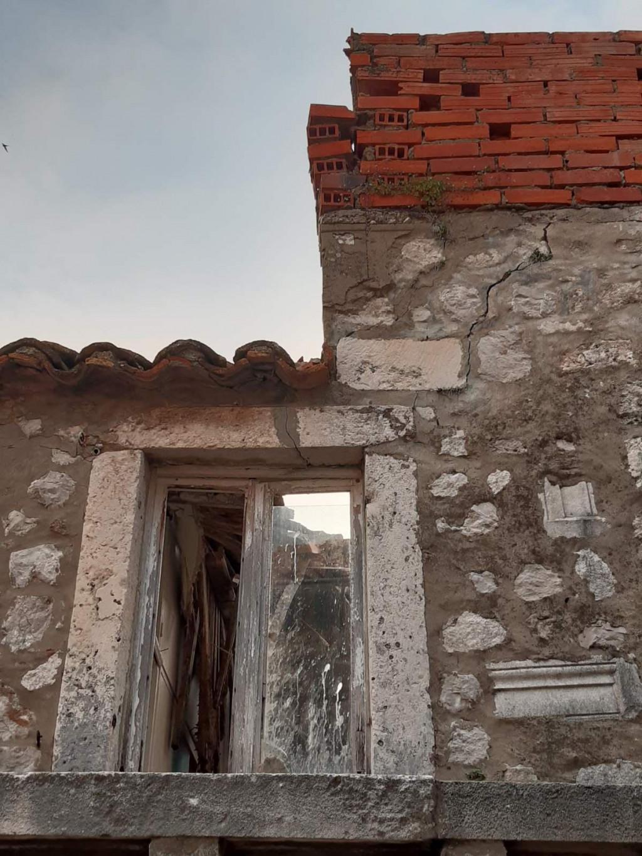 Kuća u Zlatarskoj urušila se od krova do dna