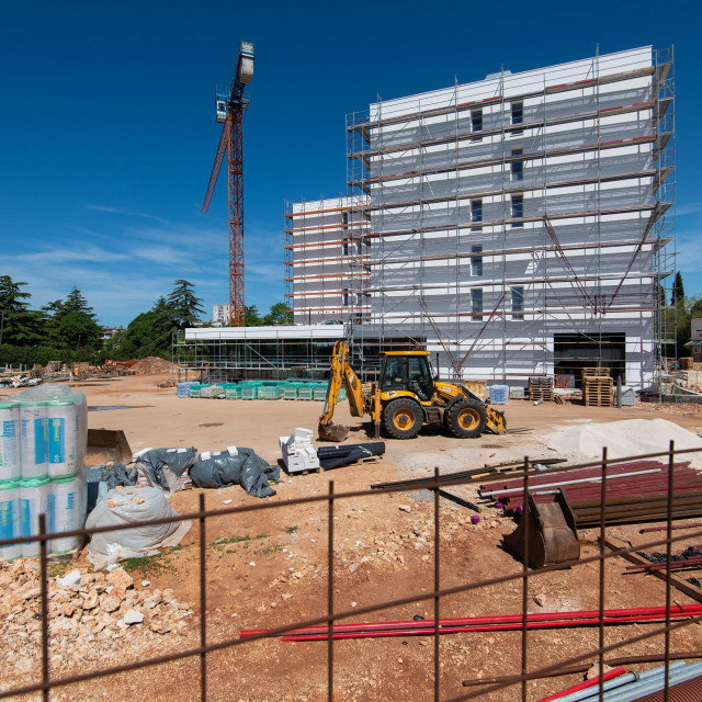 Radovi na Studentskom domu i menzi na prostoru Novog kampusa trebali su biti zavrseni do 30. travnja.