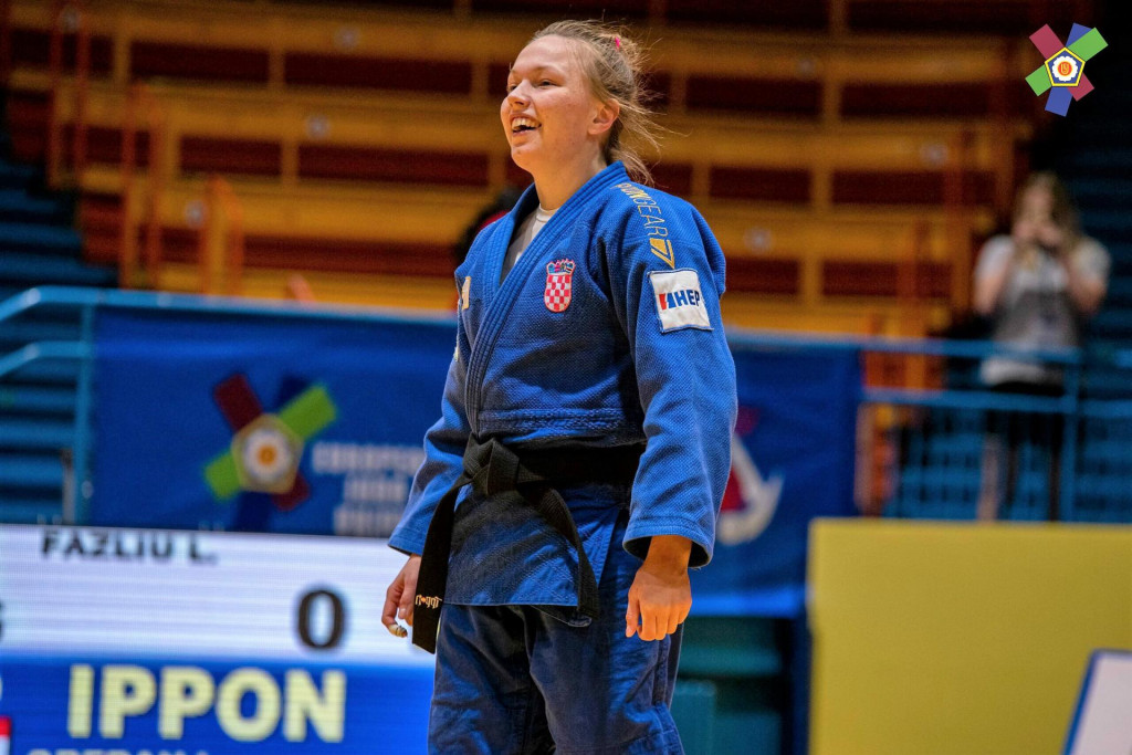 Gotovo je - dobila je finale - ipponom. Trenutak kad čeka da je sudac proglasi pobjednicom. Osmijeh je već na licu Ive Oberan. Njezino je zlato na turniru Svjetskog kupa