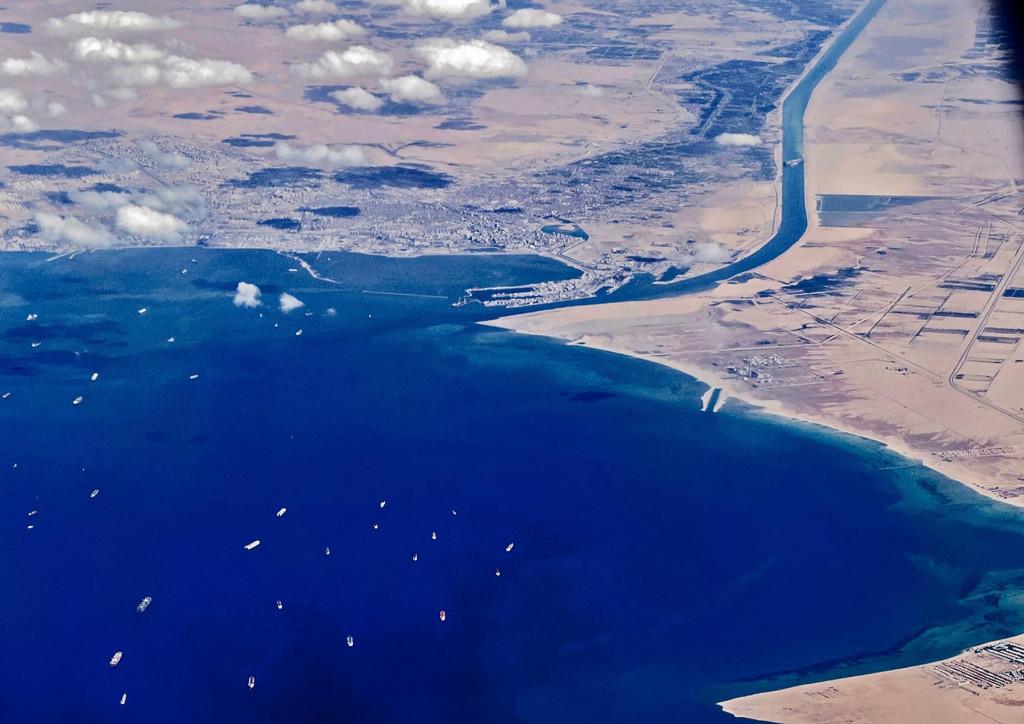 Gužva na ulazu u Sueski kanal koju je prouzročilo nasukavanje Ever Givena