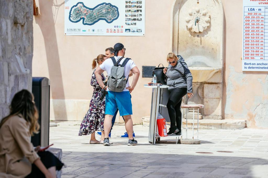 Javno ni spomena koliko se bez turista srozala ta famozna dubrovačka cijena - je li slaba potražnja dovela do njezina pada?