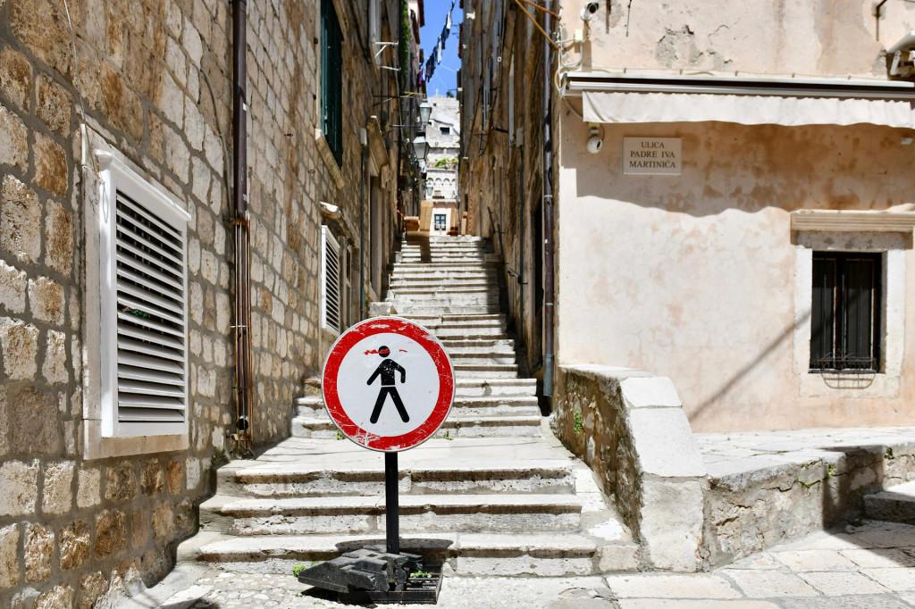 Zbog urušavanja kuče Radimira Čačića zatvorena je Zlatarska ulica u Dubrovniku