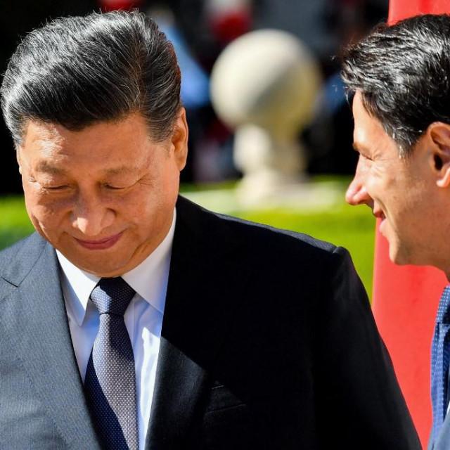 Xi Jinping i talijanski premijer Giuseppe Conte (desno) u Rimu u ožujku 2019. godine