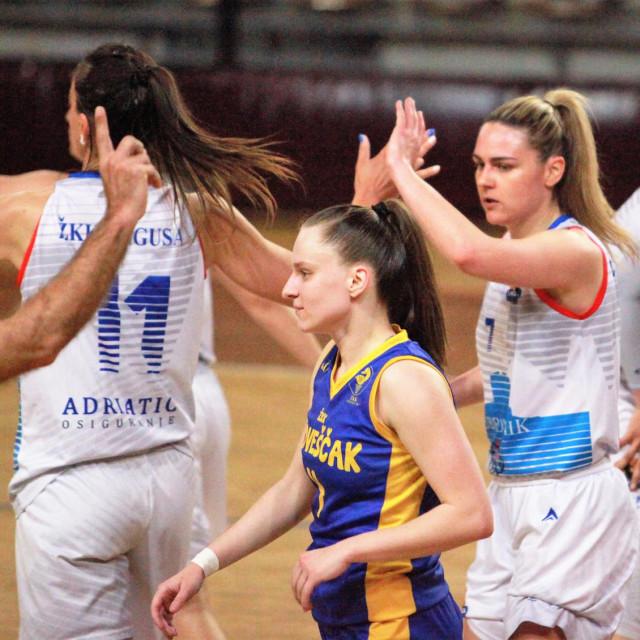 Carmen Miloglav je u prvoj utakmici finala doigravanja za prvaka, pobjedi 73:53 protiv Medveščaka, postigla 14 koševa te imala 12 asistencija