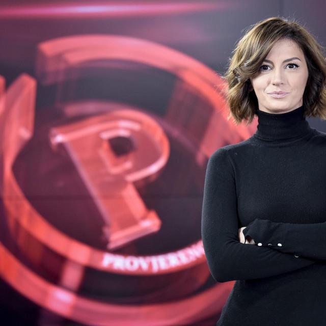 Ivana Paradžiković, urednica i voditeljica emisije Provjereno na Novoj TV bila je od 2009. godine.<br />