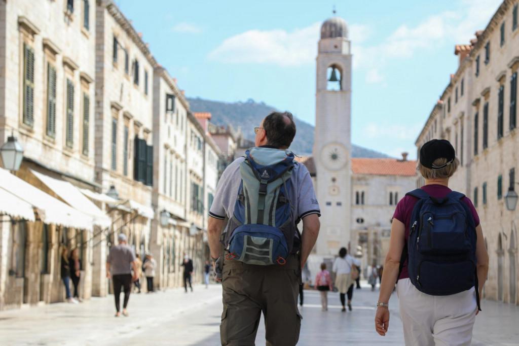 DV<br /> Dubrovnik, 310321<br /> Reportaza sa Straduna, u potrazi za rijetkim turistima.<br /> Na fotografiji: turisti na Stradunu<br />