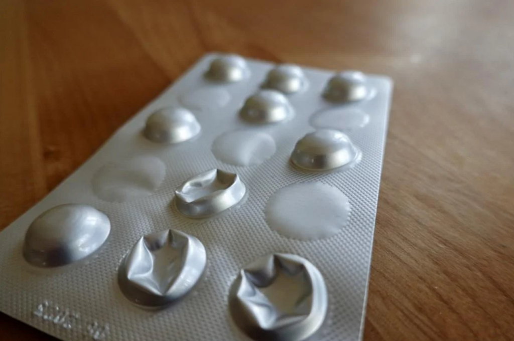 Europska komisija odabrat će deset mogućih, od čega pet obećavajućih lijekova protiv COVID-a do listopada