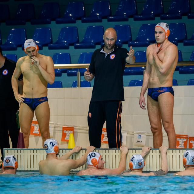 Jure Marelja, trener Solarisa, sa svojim igračima