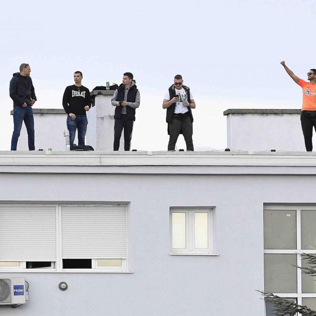 Funcuti su se nedavno u Zagrebu popeli na vrh zgrade u Kranjčevićevoj kako bi bodrili svoje ljubimce...