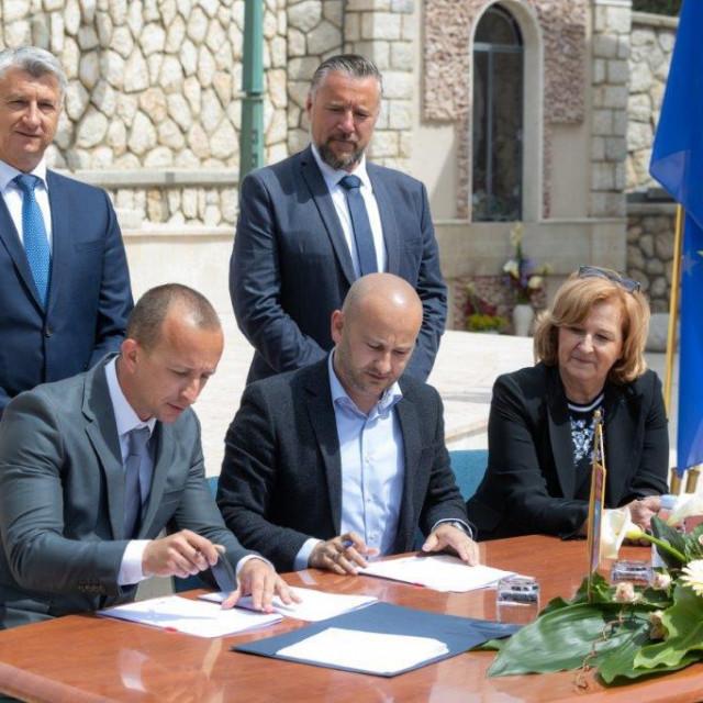 Potpisivanje ugovor o sufinanciranju projektne dokumentacije na području vodoopskrbnog sustava Pag
