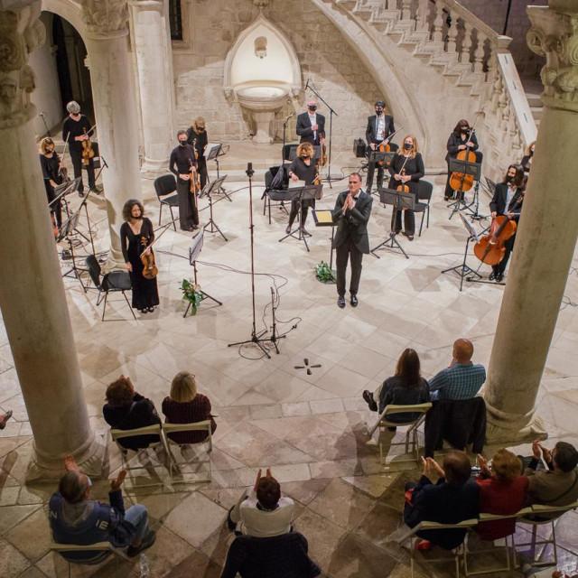 Koncertom u atriju Kneževa dvora, Dubrovački simfonijski orkestar otvorio novu koncertnu sezonu