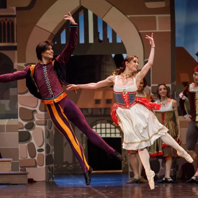 Eva Karpilovska kao Esmeralda i Ivan Boiko kao pjesnik Pierre