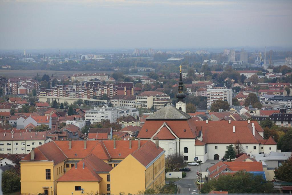 Na fotografiji: pogled na Vukovar s vrha Vukovarskog vodotornja.<br />