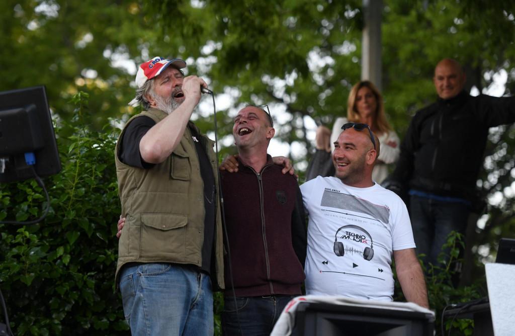 Enio Mestrovic - Ričard, kandidat za gradonacelnika grada Zadra odrzao je koncert - karaoke na parkiralistu Jazina.<br />