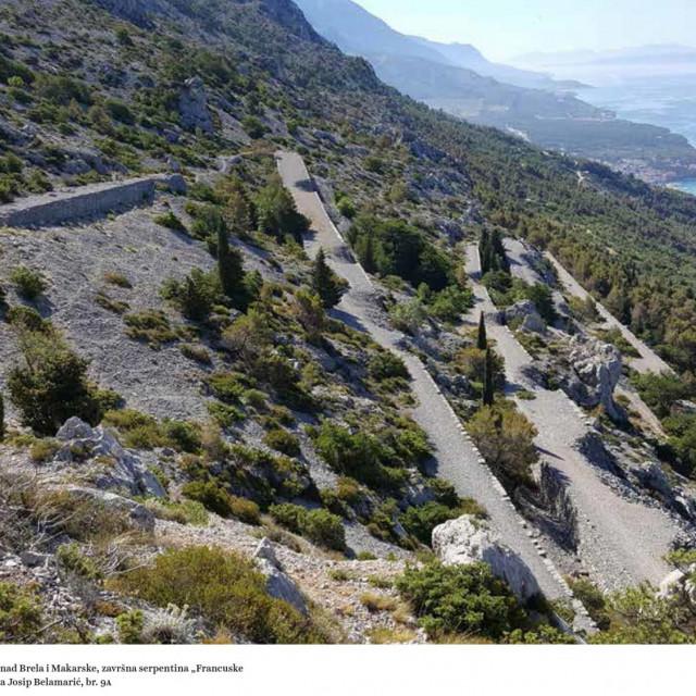 Završna serpentina 'Francuske ceste' prema moru na Biokovu iznad Brela i Makarske<br />
