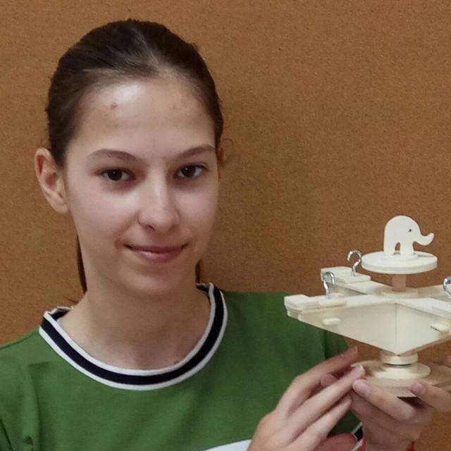 Katja Jerković iz Metkovića je državna prvakinja u kategoriji Modelarstvo uporabnih tehničkih tvorevina