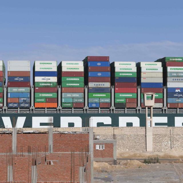 Ever Given se još uvijek nalazi u Sueskom kanalu