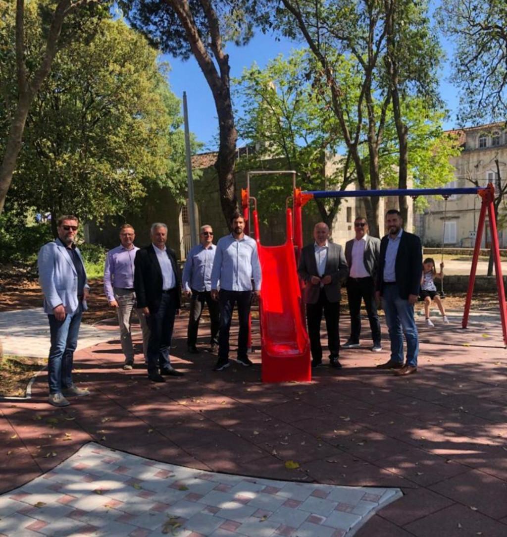 Predsjednika Jeričevića pohvalili su i gradonačelnik Fabris, zamjenik Šale, župan Dobroslavić, saborski zastupnik Bačić i zamjenik župana Cebalo