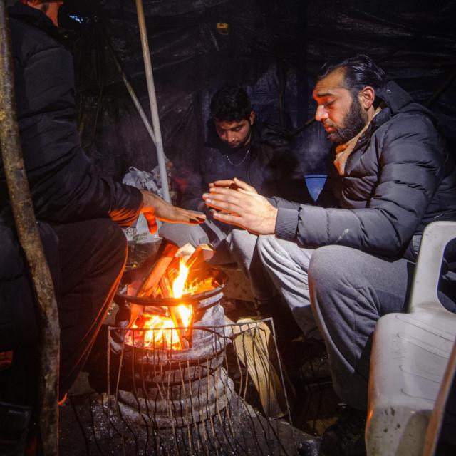 Migranti iz Afganistana, Pakistana i Bangladeša zive u neljudskim uvjetima u improviziranim logorima i napustenim kućama na području Bihaća i Velike Kladuše