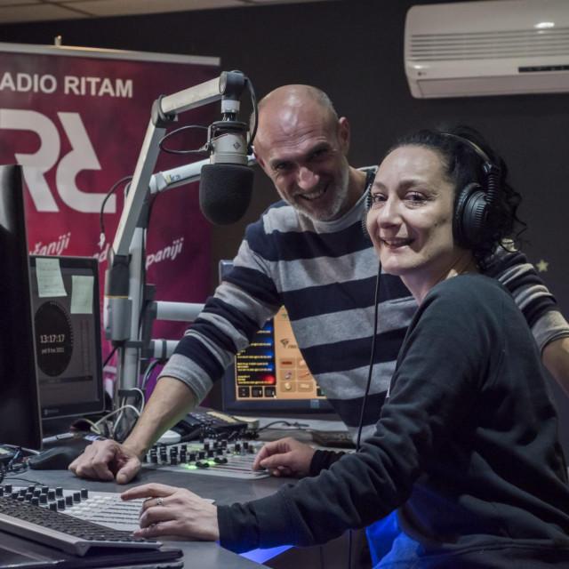 Sibenik, 090421.<br /> Josko Bonaci novi voditelj na Radio Ritmu, te suvoditeljica Manuela Capalija.<br />