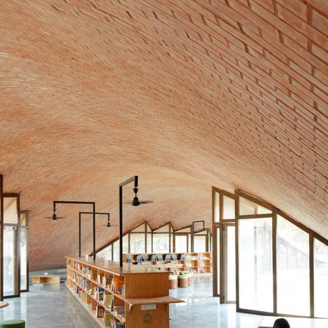 Maya Somaiya Library<br /> Projekt: Sameep Pandora Associates, India<br /> Lokacija: Kopargaon, Indija<br />
