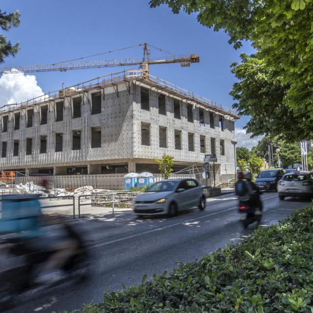 Zgrada budućeg Općinskog suda na Trgu Hrvatske bratske zajednice u poodmakloj je fazi radova