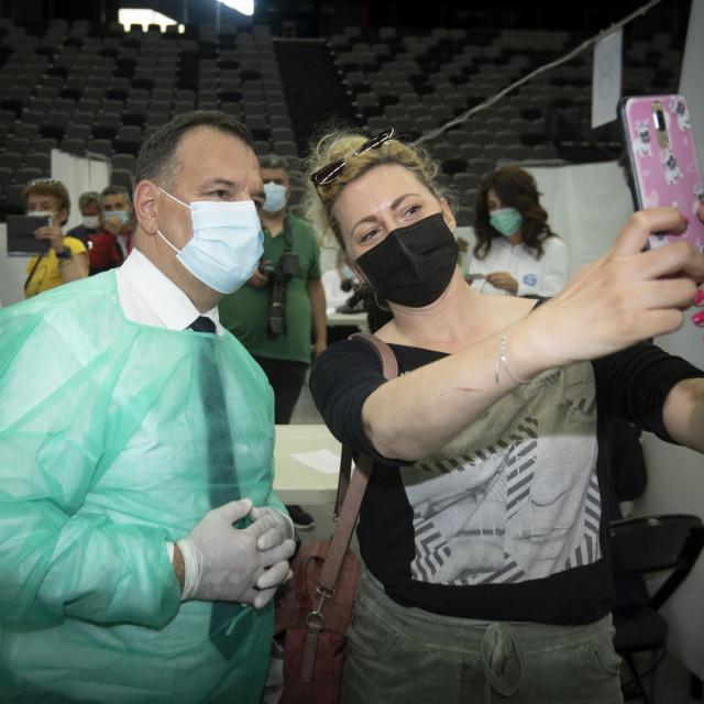 Selfie s ministrom - to se ne propušta