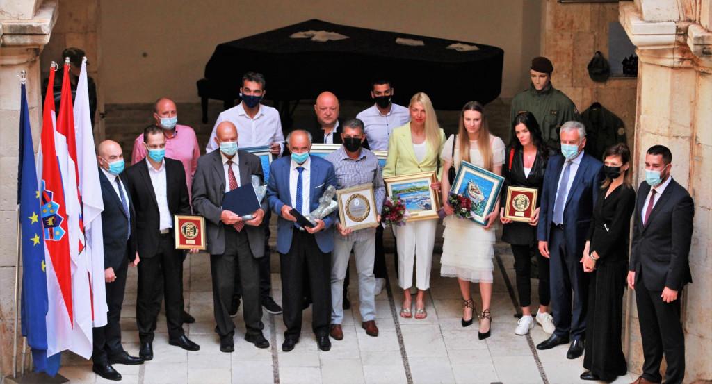 Uspomena na svečanost Zajednice sporta Dubrovačko-neretvanske županije održane u palači Sponza 12. svibnja 2021. godine