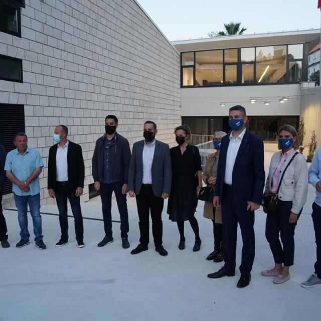 Franković obišao završene radove na zgradi gradskog bazena u Gružu