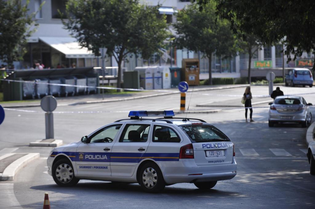 Očevid u Bračkoj ulici na splitskom Mertojaku 2013., gdje je Jukić izbo svoju 22-godišnju žrtvu<br /> <br /> <br /> <br /> <br /> <br /> <br /> <br /> <br /> <br /> <br /> <br /> <br /> <br /> <br /> <br /> <br /> <br /> <br /> <br /> <br /> <br /> <br /> <br /> <br /> <br /> <br /> <br /> <br /> <br /> <br /> <br /> <br /> <br /> <br /> <br />