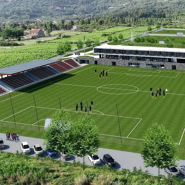 Pogled s juga na Nogometni kamp Gruda - u prvom planu glavni teren, tribine s 1000 sjedećih mjesta....