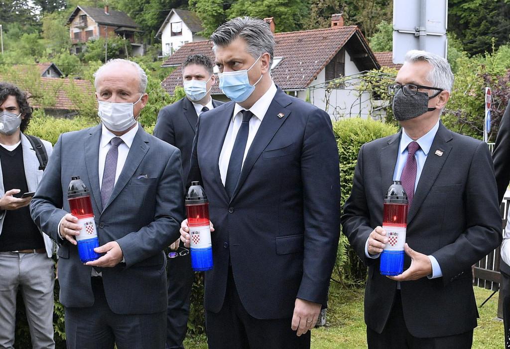 Izaslanstvo HDZ-a predvodjeno Andrejem Plenkovicem položilo je vijenac i zapalilo svijeće ispred rodne kuće dr. Franje Tuđmana