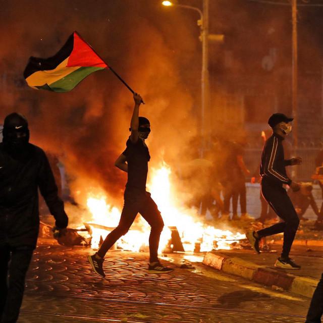 U istočnom dijelu Jeruzalema bijesne sukobe između prosvjednika i policije